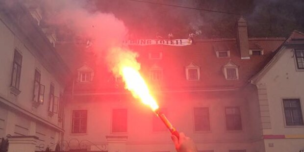 Identitäre besetzten Dach der Grazer Grünen