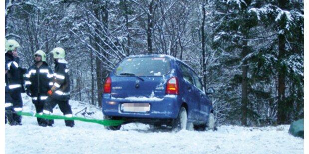 Auto stürzte über Abhang – überlebt