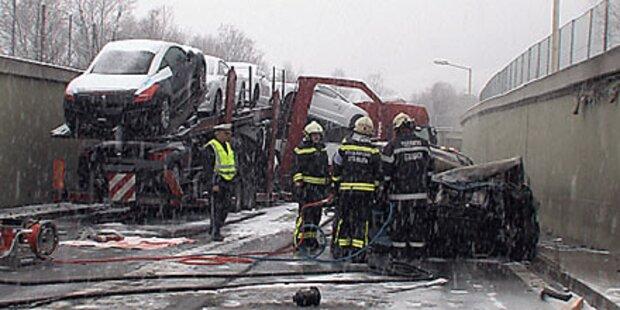Zwei Tote bei Horror-Crash in Tunnel