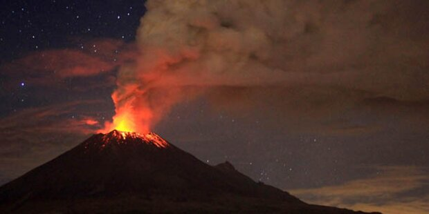 Vulkan Ätna weiter aktiv - Lava aus Krater