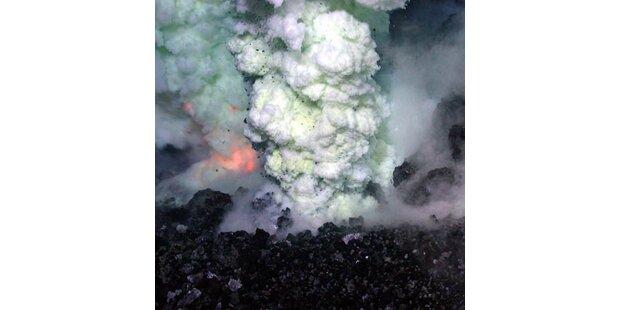 Unterwasser-Vulkan bei Ausbruch gefilmt
