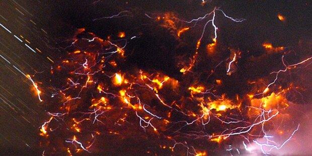Naturspektakel: Blitze bei Vulkanausbruch