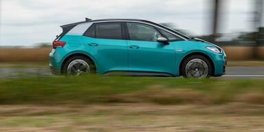 Sind E-Autos oder Verbrenner umweltfreundlicher?