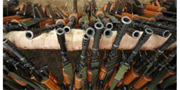 Peking schickt Mugabe Munition und Waffen
