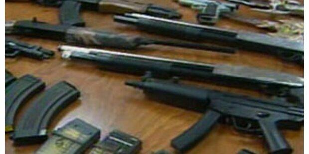 Privat-Arsenal verbotener Waffen in OÖ entdeckt