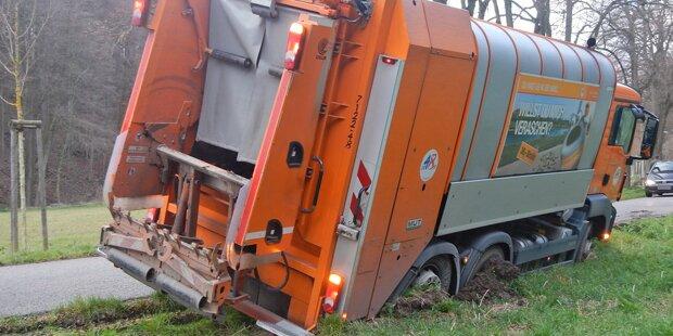 Müllwagen drohte umzustürzen