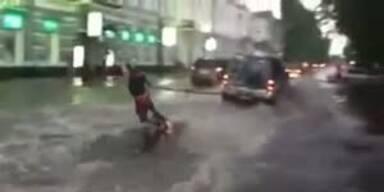 Wakeboarden auf Russlands Strassen