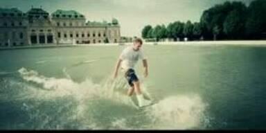 Wakeboard-Action im Teich des Schloss Belvedere