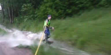 Irre! Wakeboarder checkt Hochwasser ab
