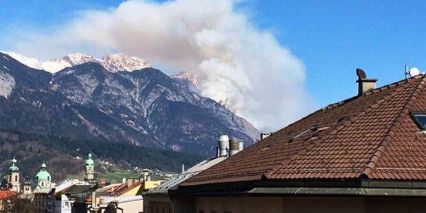 Waldbrand mit kilometerhoher Rauchsäule