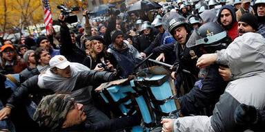 Tausende stürmen New Yorker Wall Street