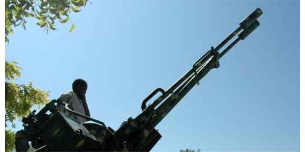 Warlords geben Waffen ab