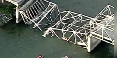 Brückeneinsturz in USA: Autos stürzen ins Wasser