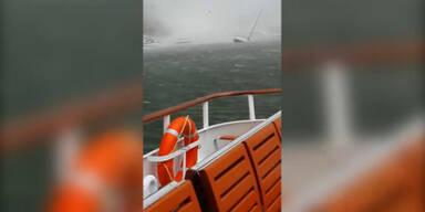Tornado reißt Schiffe um