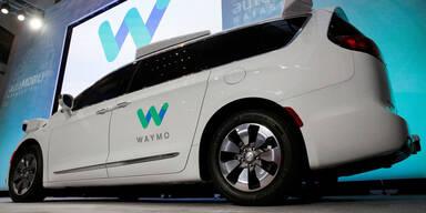 Googles Roboterautos erstmals allein auf Straße
