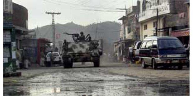 Heftige Kämpfe um Armeeposten in Pakistan