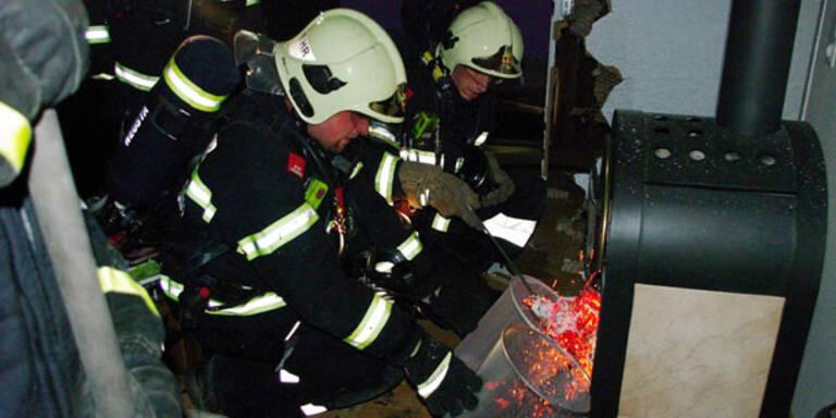 Wohnungsbrand: Mann springt aus dem Fenster