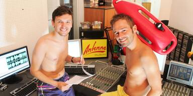 Hitzerekord Gerald und Tom in Badehose
