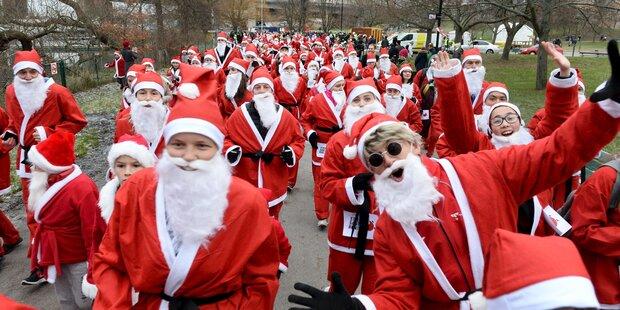 Hunderte Santas liefen durch Stockholm