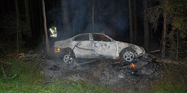Wagen brennt aus - Lenker flüchtet