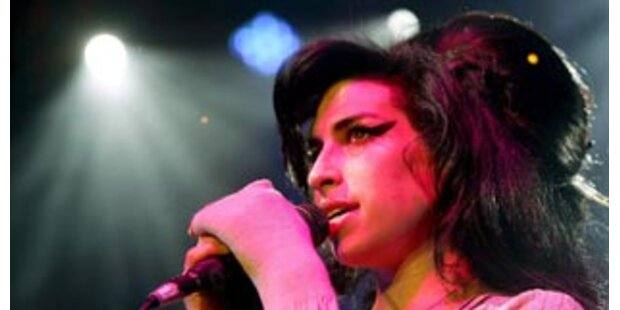 Mutter bietet Amy Winehouse Hilfe an