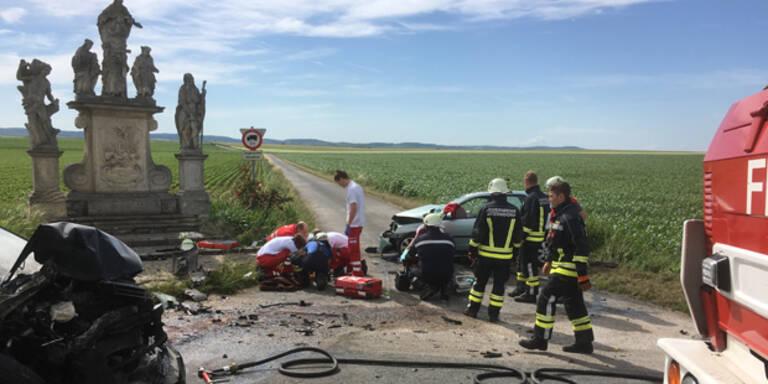 Zwei Verletzte bei Pkw-Frontalkollision