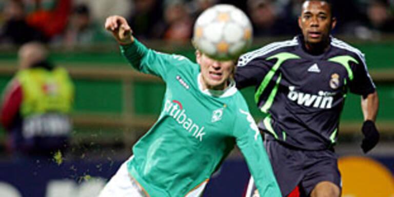 Werder kämpft Real nieder
