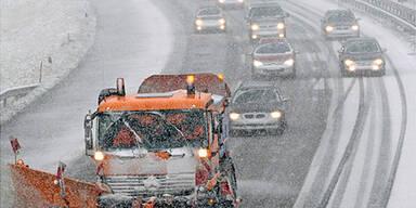 Schnee sorgt für Chaos auf A1 und A21