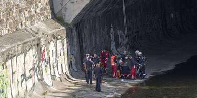 Mann stürzt von Pilgrambrücke
