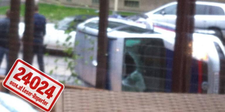 Kurioser Unfall: Polizeiauto kippte um