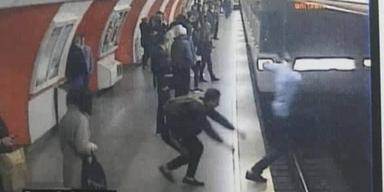 Überwachungskamera zeigt U-Bahn-Schubser in U3