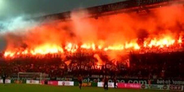 Skandal: Feuer-Show stoppt Wiener Derby