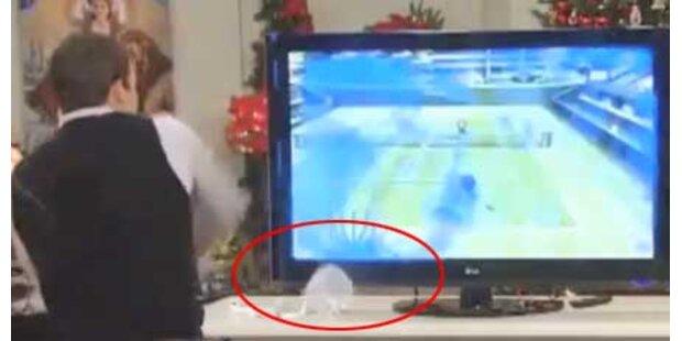 TV-Moderator zertrümmert Fernseher