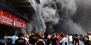 Williams-Box fing bei Siegerfoto Feuer