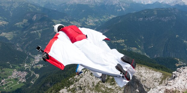 Wingsuit-Pilot prallt gegen Felsen - tot