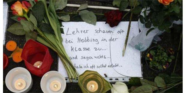 Hunderte gedenken der Amoklauf-Opfer