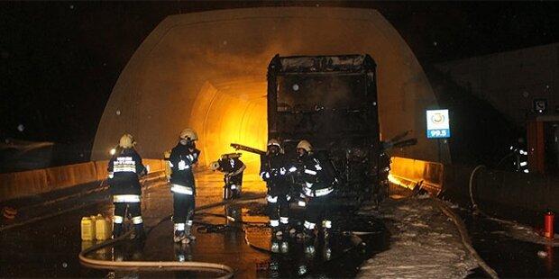 Reisebus auf der A2 ausgebrannt