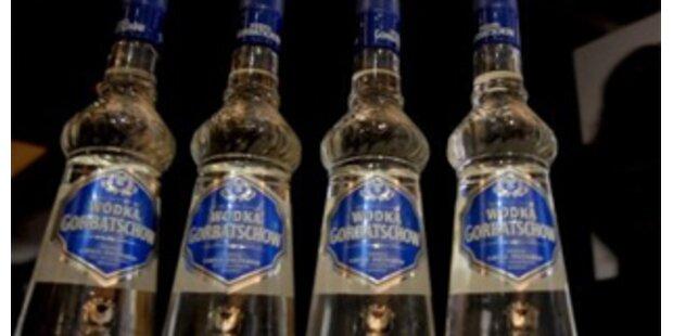 Betrunkener Russe strippt am Airport Kairo