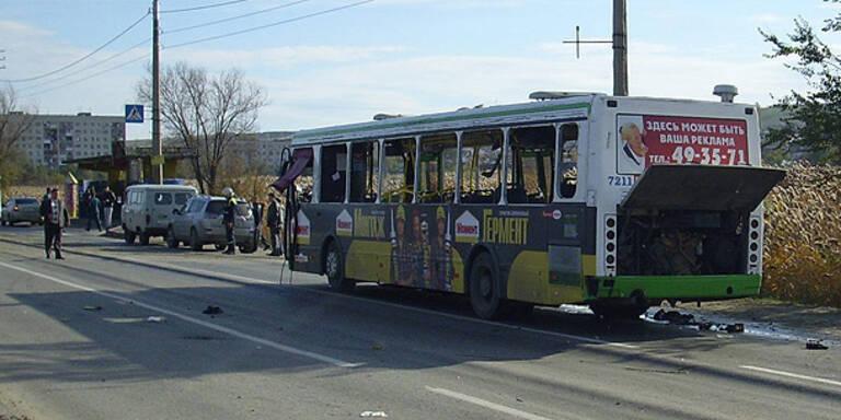 """""""Schwarze Witwe"""" sprengt Bus - 6 Tote"""