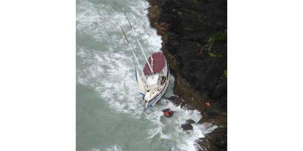 Spektakuläre Rettung von Schiffbrüchigen per Heli