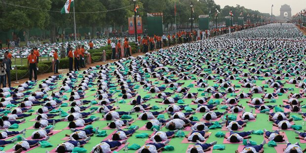 Welt-Yoga-Tag: Massen-Event in Neu Delhi