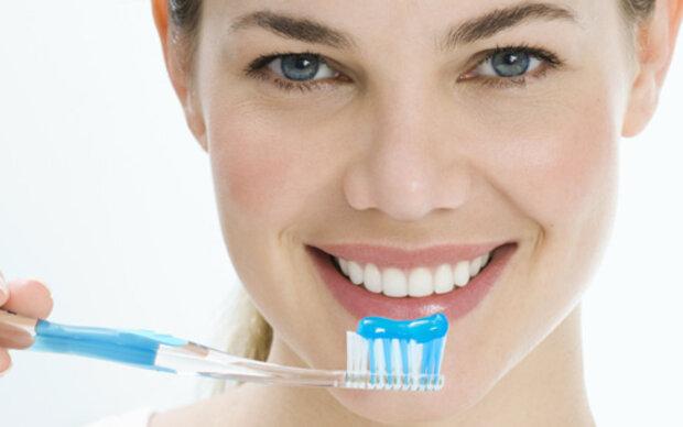 Billige Zahnpasten schützen auch gut