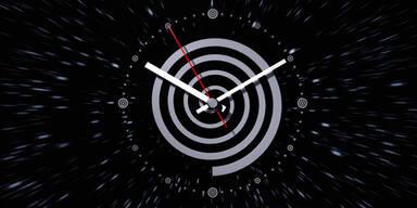 Zeitreisen doch möglich? – Physiker schließen Theorie-Lücke