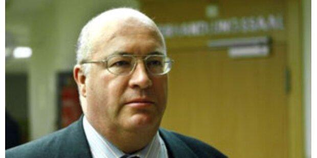 Ex-Botschafter wurde mit Nuttenbildern erpresst