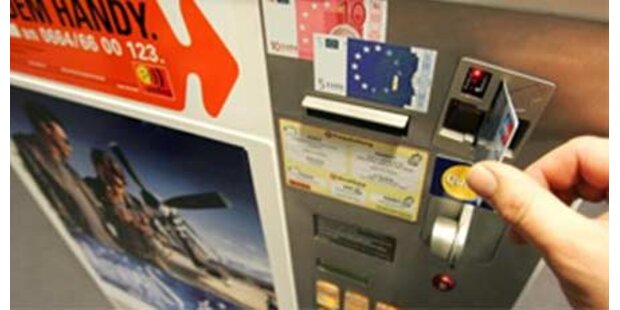 Frau steckte in Zigarettenautomat fest