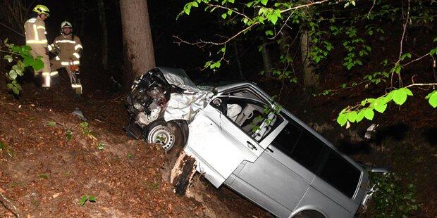 Taxler stürzt mit Auto 60 Meter in die Tiefe - tot
