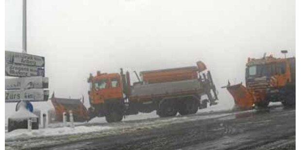 Arlberg-Pass wegen Schneefalls gesperrt