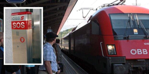 Gehbehinderter vom Zug mitgerissen
