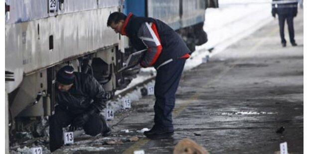Zug rast ungebremst in Bahnhof