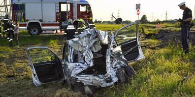 Crash mit Zug: Frau (74) getötet